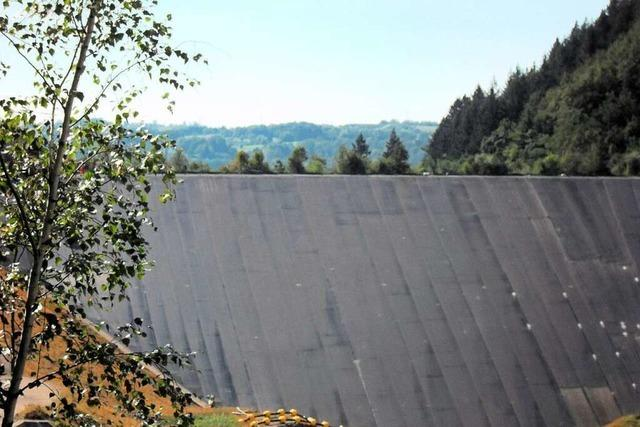Das Wehrabecken wird wieder mit Wasser aufgefüllt