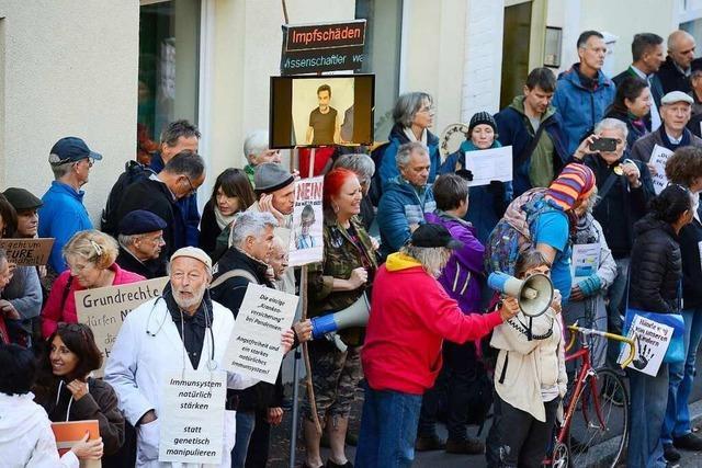 Tolerante Impfgegner suchen sachlichen Dialog vor der Angell-Schule