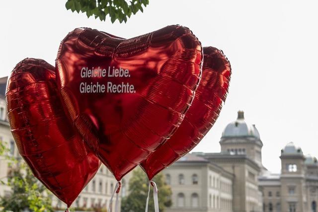 Schweizer stimmen bei Volksabstimmung deutlich für die Ehe für alle