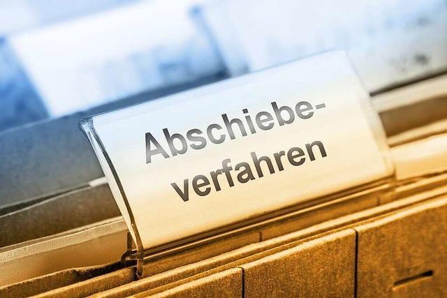 Streife greift im Zug nach Freiburg gesuchten 32-Jährigen auf
