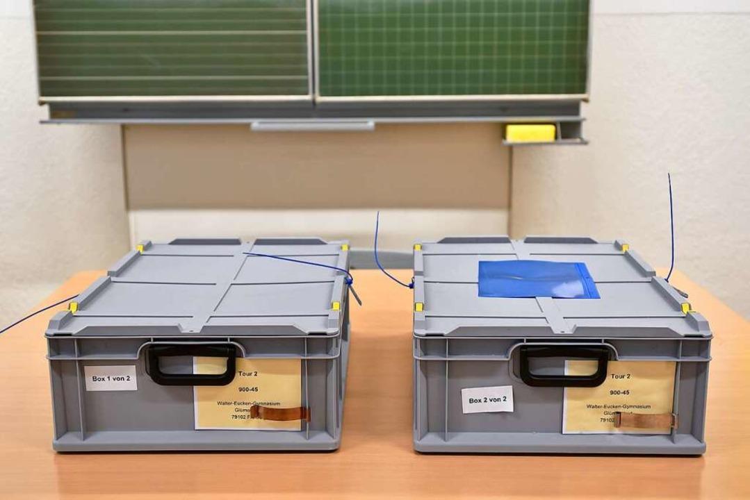 Boxen mit Stimmen von Briefwählern &#8...Stimme landete dort nicht wie geplant.  | Foto: Thomas Kunz