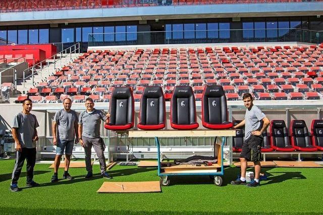 Die Trainerbänke im neuen SC-Stadion kommen aus Endingen
