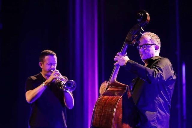 Jazz-Bassist Dieter Ilg in Offenburg: Geburtstagsparty auf der Bühne