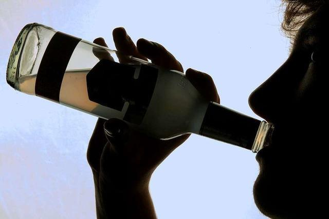 Betrunkener bewirft Bar-Personal in der Freiburger Altstadt mit Flasche