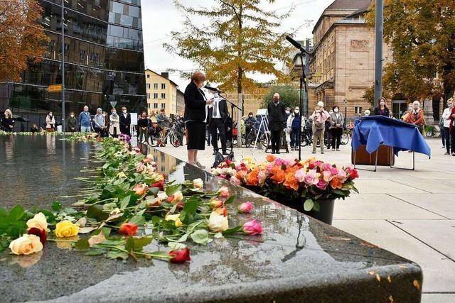Gedenken an die Deportierten auf dem Platz der Alten Synagoge
