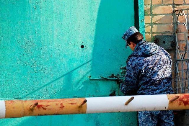 Russland: Gefangenenrechtsgruppe veröffentlicht Videos von Folterszenen
