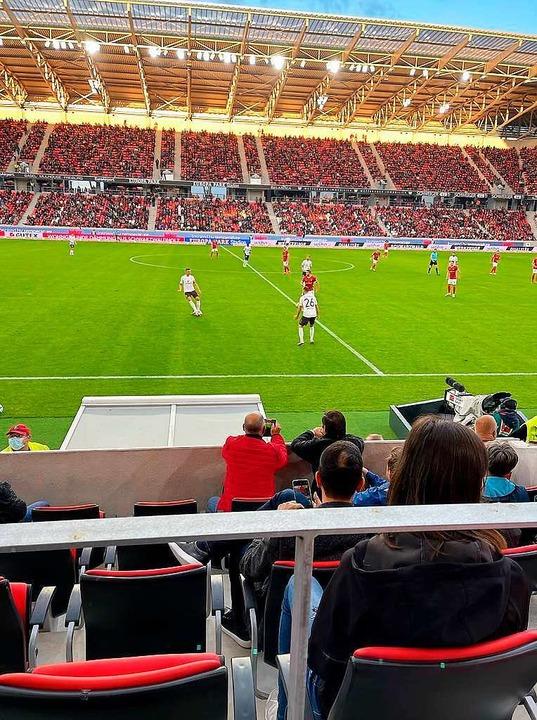 Im neuen Stadion gilt wie im alten: ganz nah dran statt nur dabei.  | Foto: Joachim Röderer