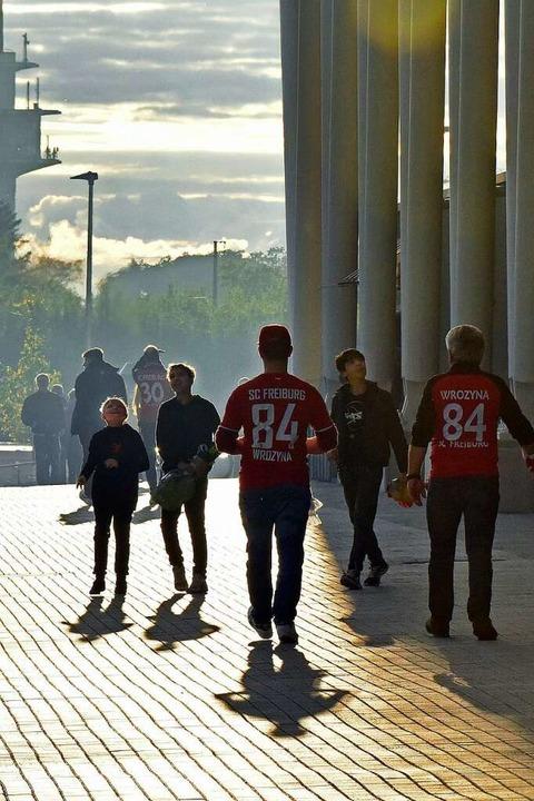 Fans vor dem Spiel.  | Foto: Michael Bamberger
