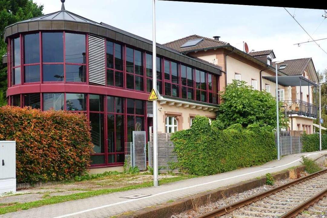 Der Ihringer Bahnhof erhielt in den 90...uhl haben einen  direkten Gleiszugang.  | Foto: Sattelberger