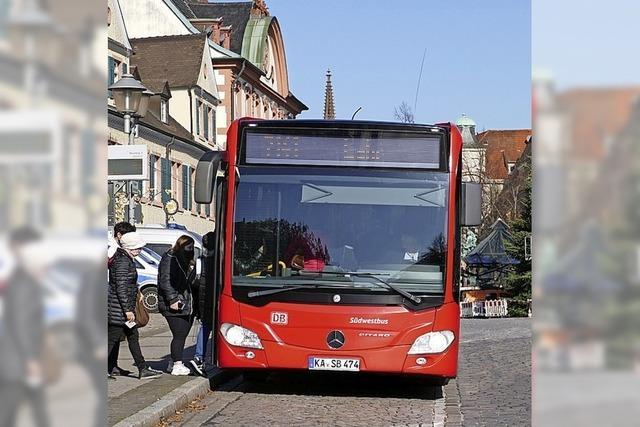 Mehr Busse im Halbstundentakt, weniger Straßenbau