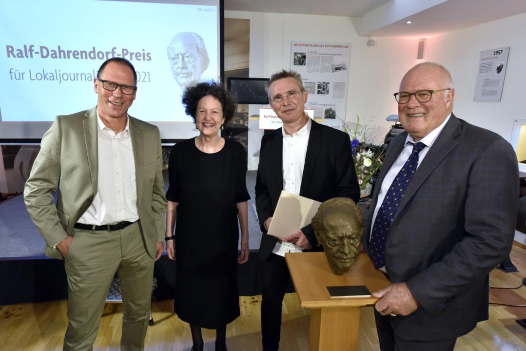 Ausgezeichneter Lokaljournalismus: BZ-...-Verleger Wolfgang Poppen (von links).    Foto: Thomas Kunz