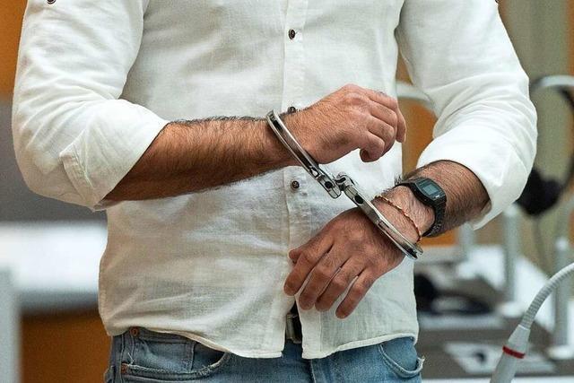 Hohe Gefängnisstrafen für Attacke am Rande einer Corona-Demo