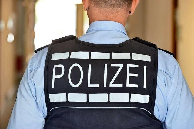 Unbekannte schlagen in Freiburg auf 27-Jährigen ein – Zeugen gesucht