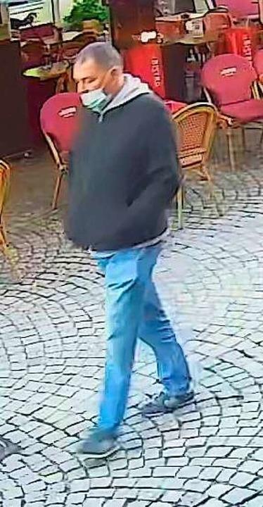 Hinweise auf diesen Mann erbittet die ...ubüberfall vom Samstag in Baden-Baden.