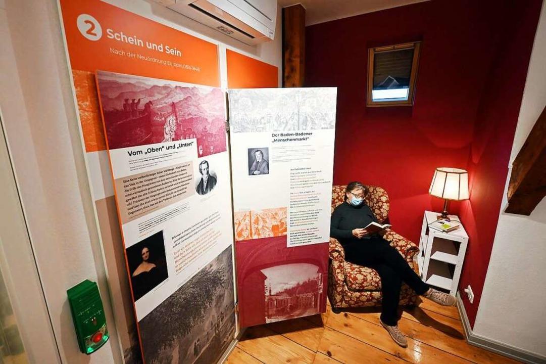 Man kann es sich gemütlich machen im Muße-Literaturmuseum in Baden-Baden.    Foto: Uli Deck (dpa)