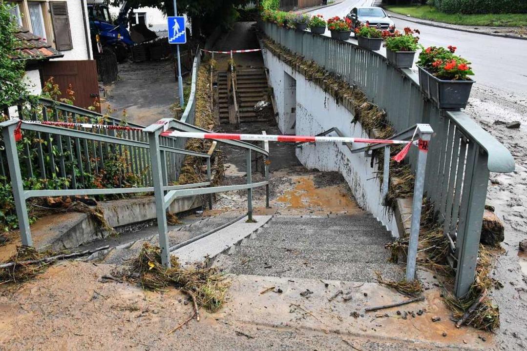 Nach dem Starkregen: Nach Abzug des Wassers blieb der Schlamm.  | Foto: Kathrin Ganter