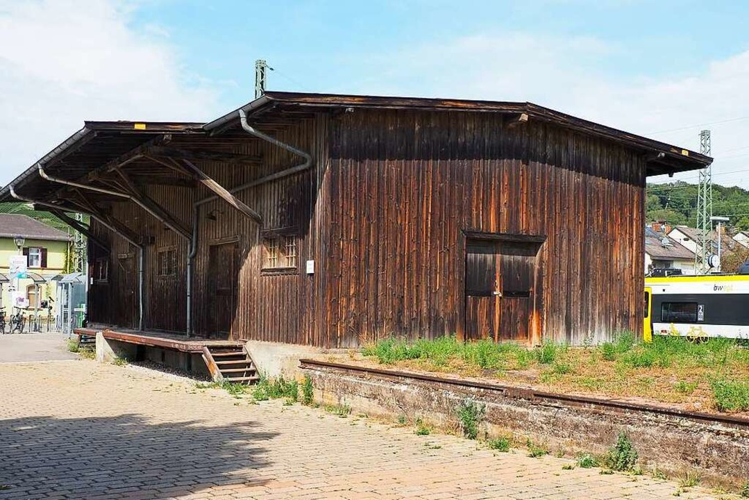 Wie könnte die Güterhalle künftig genutzt werden? Das ist die Frage.    Foto: Herbert Frey