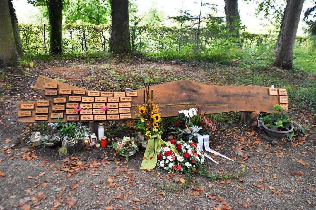 Die Urnen-Bestattung im Waldboden unte...ive zur Beisetzung auf dem Urnenfeld.   | Foto: Maja Tolsdorf