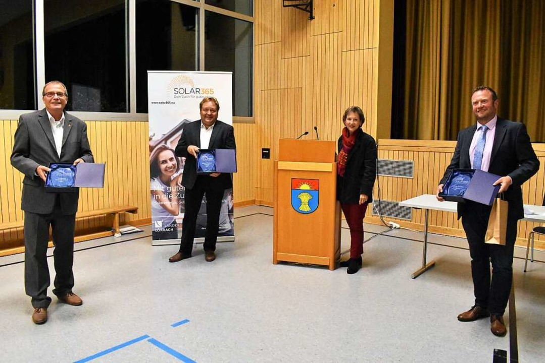 Klaus Eberhardt (von links), Harald Kl... Preisen des Photovoltaik-Wettbewerbs.    Foto: Thomas Loisl Mink