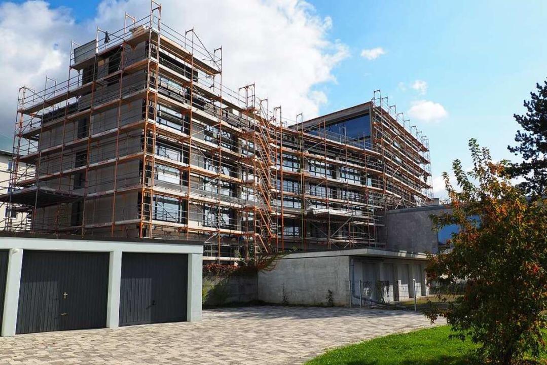 Mit der Fertigstellung des Erweiterung...ch ein Blockheizkraftwerk installiert.    Foto: Herbert Frey