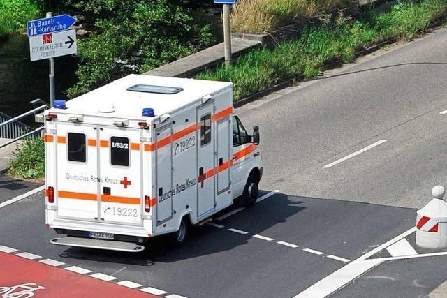 Radfahrer fährt in Freiburg bei Rot und wird von Straßenbahn schwer verletzt