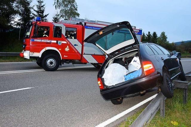 LKW verursacht Unfall und merkt offenbar nichts