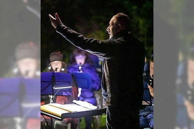 Musiker und Zuhörer trotzen der Kälte