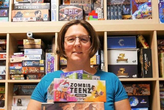 Eine Spielehändlerin, die ihren Beruf liebt