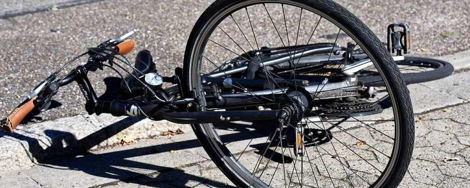 Radlerin bei Unfall in Freiburg-Brühl leicht verletzt