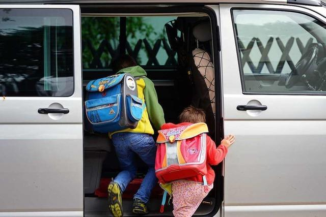 Wie Elterntaxis für Probleme vor den Schulen sorgen
